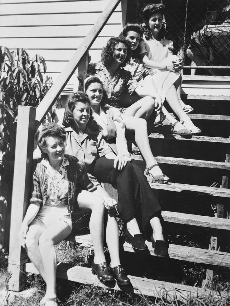 A beautiful group of WWII War Brides, 1943.