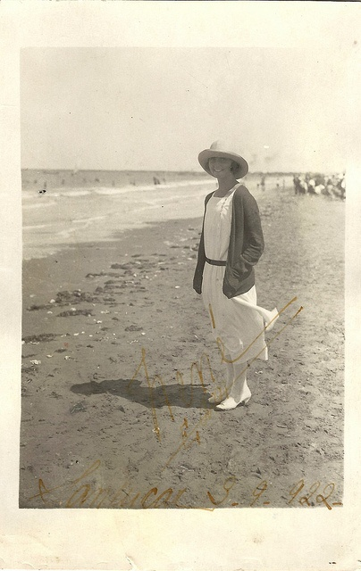1922 summer dress hat at the shore