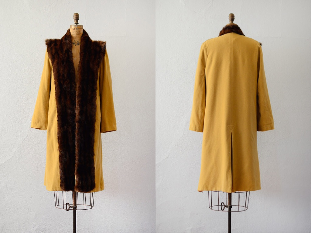 Vintage 1940s fur collar coat