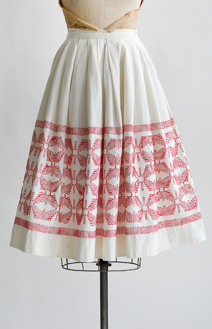 vintage1950swhitecottonskirtwithredfolkembroidered